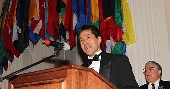 El presidente de la Junta de Gobierno de Arlington se dirigió a los invitados en la OEA, el viernes 18.