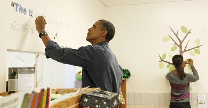 Obama escribe graffitis en el Día de Servicio