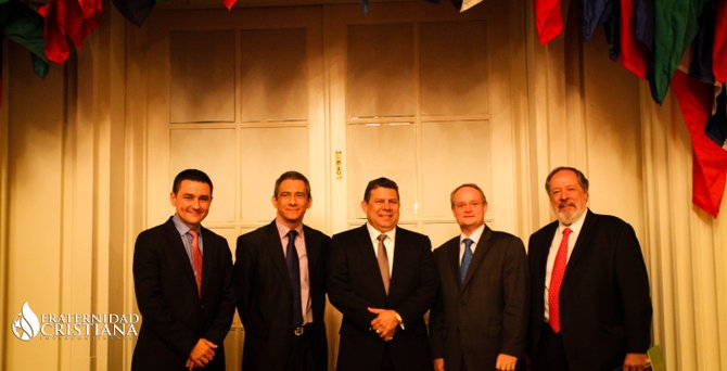 De izq. a der.: Moisés Fernández, director de la FCI;  PASTOR Mario Vega; Josué Alvarado, presidente de la FCI; embajador Adam Blackwell (OEA) y embajador de El Salvador en Washington, Francisco Altschul.