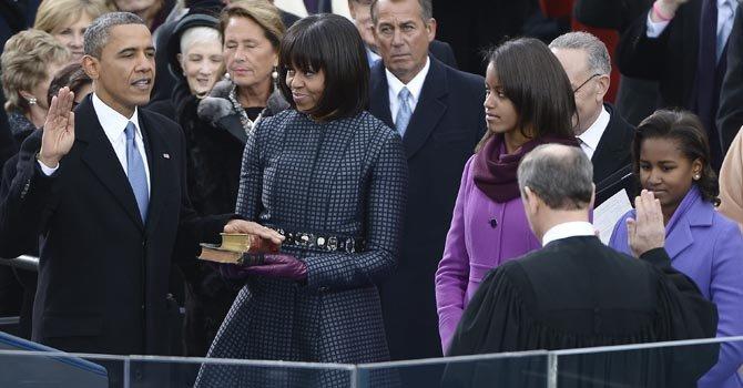 Obama jura ante el jefe de la Corte Suprema, el juez John Roberts, como el 44 presidente del país, el lunes 21.