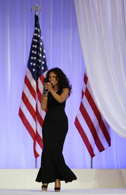 """Jennifer Hudson puso el toque romántico cuando interpretó """"Let's Stay Together"""", a los Obama."""