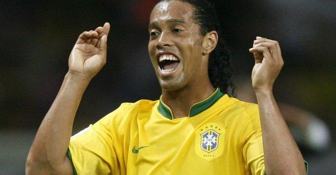 Ronaldinho sigue activo en el Atlético Mineiro buscando regresar a las convocatorias de la selección nacional de Brasil.