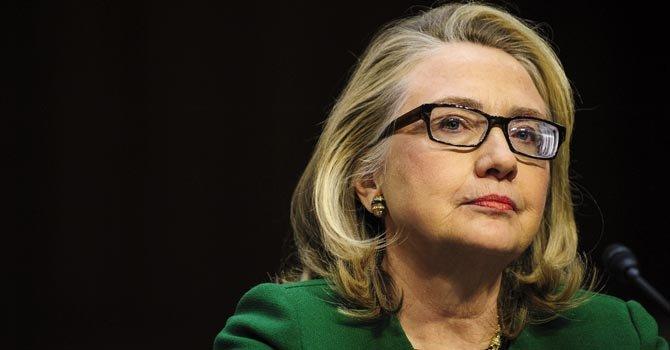 Hillary Clinton defiende su gestión en Bengasi