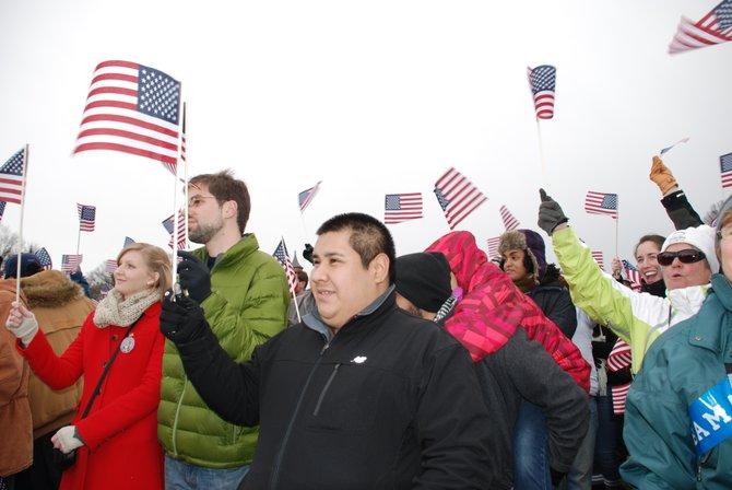 Daniel Centeno, de Maryland, observa cuando el presidente Barack Obama hace su ingreso, el 21 de enero, en las escalinata del Capitolio.