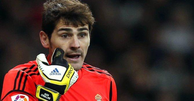 El portero y capitán del Real Madrid, Iker Casillas, minutos antes de lesionarse en el partido entre su equipo y el Valencia por la Copa del Rey, el miércoles 23.