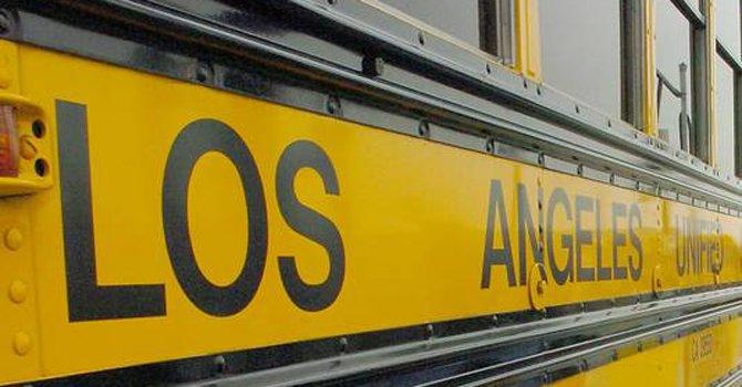 La Policía informó que capturó a Robert Pimental, maestro de una escuela primaria de Los Ángeles, acusado de abusar de menores de edad.