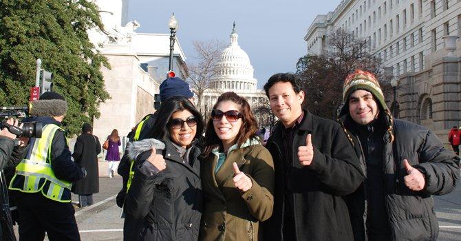 Hispanos viajaron de lejos para ver a Obama jurar