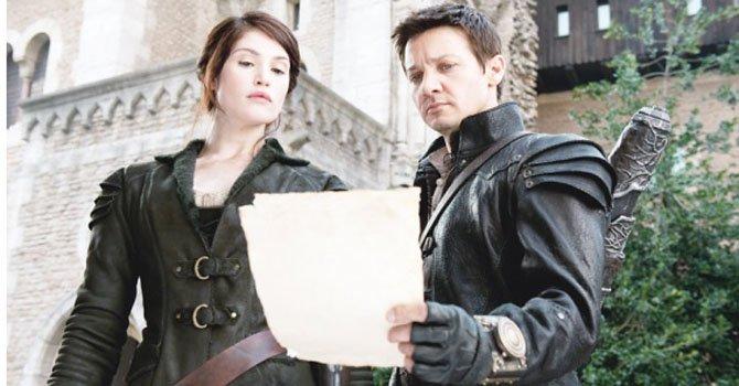 Rejemy Renner y Gemma Arterton como Hansel y Gretel.