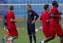Klinsmann busca ante Canadá a los jugadores que completen el equipo nacional. En la imagen, el entrenador de la selección de Estados Unidos, Jurgen Klinsmann (c), observa a sus jugadores.