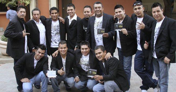 Fotografía de archivo sin fechar donde aparecen los integrantes de la banda Kombo Kolombia.