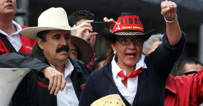 El ex presidente de Honduras, Manuel Zelaya y su esposa, Xiomara Castro de Zelaya en Tegucigalpa en diciembre.