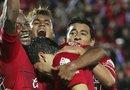 Varios jugadores de los Xolos de Tijuana celebran una de las dos anotaciones con las que su equipo derrotó al Pachuca y se quedó con el liderato del torneo mexicano.