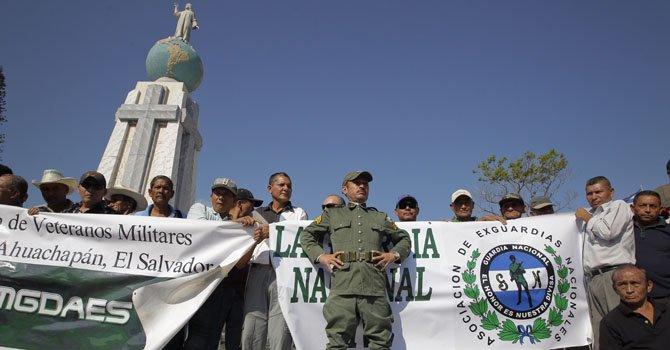 El Salvador: veteranos de guerra exigen sus derechos