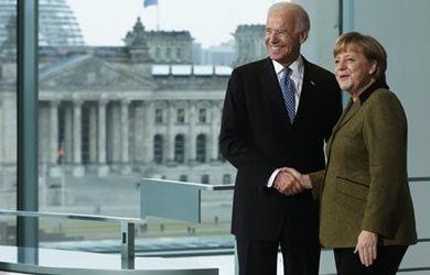 La canciller alemana Angela Merkel y el vicepresidente Joe Biden se reunieron el viernes 1.