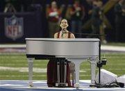 """El publicista de Alicia Keys aclaró que la cantante interpretó """"en vivo"""" el himno nacional, tras la controversia con Beyonce."""