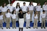"Jennifer Hudson cantó ""America The Beautiful"" con el coro de la Escuela de Newtown."