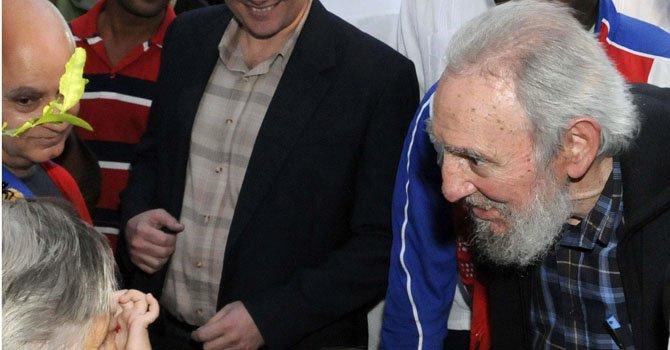 El líder cubano Fidel Castro se dispone a ejercer su derecho al voto el domingo 3 de febrero en La Habana, Cuba.
