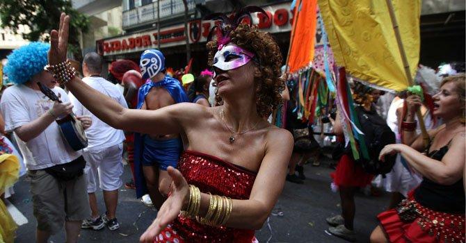 Desfile de carnaval del grupo Cordão do Boitatá, una de las comparsas más madrugadoras, que salió el domingo 3 de febrero.
