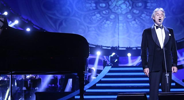 """El cantante italiano Andrea Bocelli está arrasando con su nueva producción romántica """"Pasión""""."""