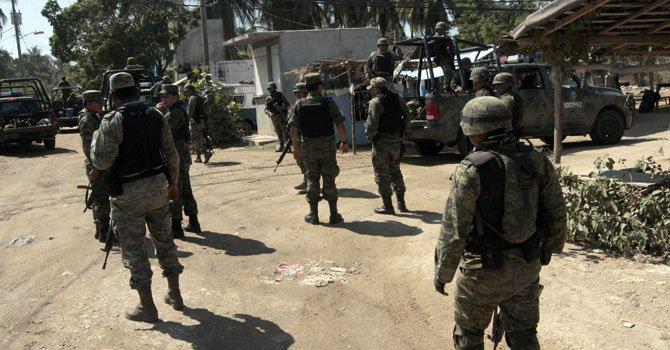 Agentes mexicanos realizan un operativo el martes 5 de febrero en la zona contigua al sitio donde ciudadanas españolas fueron violadas por varios desconocidos.