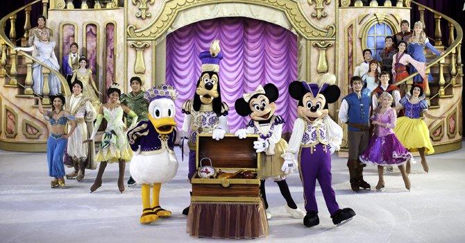 Los personajes de Disney on Ice en la última escena del espectáculo.
