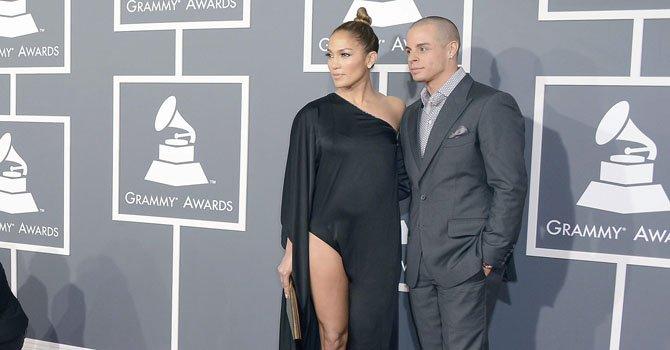 La actriz y cantante Jennifer Lopez junto a su novio Casper Smart.