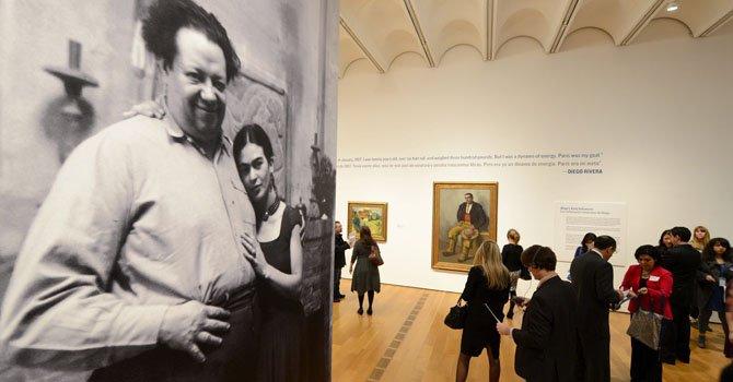 """Una fotografía de Frida Kahlo y Diego Rivera forma parte de la exposición """"Frida y  Diego: Pasión, política y pintura"""" que se muestra en el High Museum of Art Atlanta."""