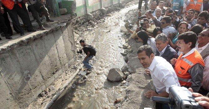 Perú: Humala visita zonas afectadas por lluvias