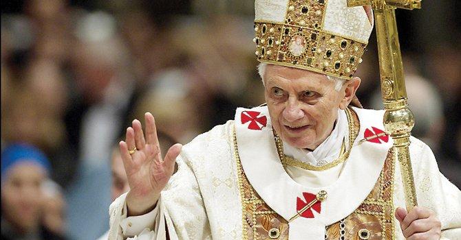 DESPEDIDA. El Papa Benedicto XVI, durante una de las misas oficiales en el Vaticano. Dejará la silla papal el 28, tras anuciar su renuncia el 11.