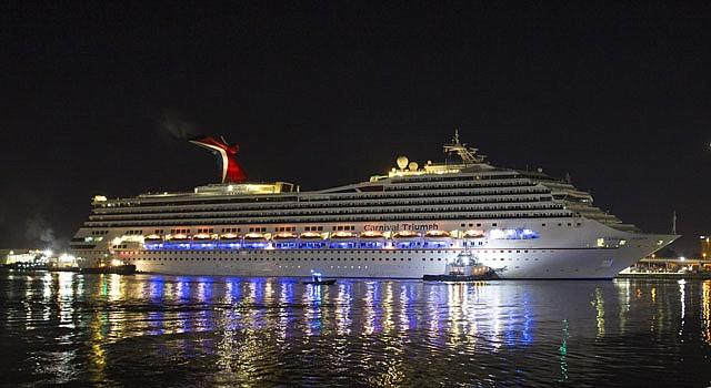El crucero Carnival Triumph con 3.143 pasajeros y una tripulación de 1.086 llegó el jueves 14 de febrero de a puerto en Mobile, Alabama.