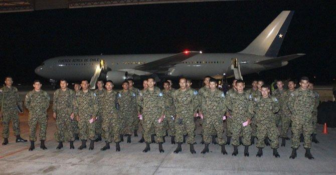 El primer contingente militar salvadoreño que viaja para integrarse a la Misión de Naciones Unidas para la Estabilización de Haití (Minustah) bajo el mando de Chile el viernes 15 de febrero.