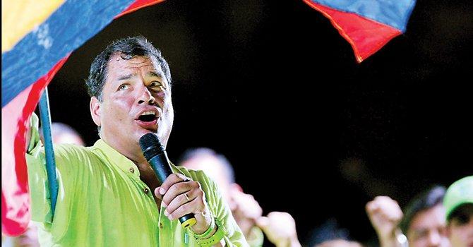 A LA CABEZA. El presidente Rafael Correa lidera las encuestas con 53 por ciento y de ganar gobernaría hasta 2017.