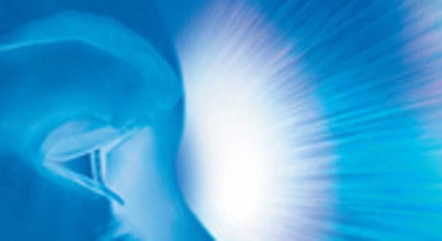 El dispositivo aprobado por la FDA ayudará a unas 4.000 personas que padecen un tipo particular de ceguera.