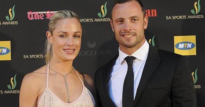La modelo Reeva Skeentamp y Oscar Pistorius, un mes antes de la tragedia.