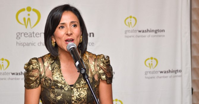 Revista de negocios premia a latina en Washington
