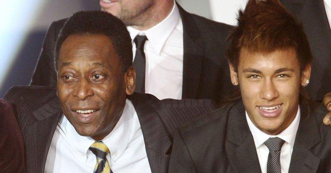 Pelé critica y elogia a su compatriota Neymar
