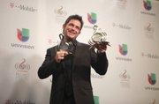 Alejandro Sanz recibió el premio a la trayectoria. Fue ovacionado de pie.