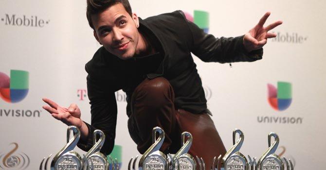 El cantante Prince Royce se alzó con seis premios en la entrega 2013 de Premio Lo Nuestro.