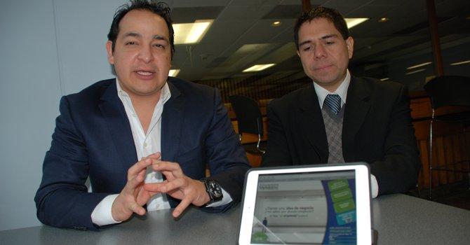 Rodrigo Armendariz (izq.) coordinador en Washington DC, y Samuel Gonzales, director de la Fundación E, el 19 de febrero.