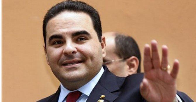 El ex gobernante de El Salvador Elías Antonio había lanzado su candidatura el lunes 25 de febrero con el movimiento Unidad, integrado por Gran Alianza por la Unidad Nacional (GANA), Partido Demócrata Cristiano (PDC) y Partido Conciliación Nacional (PCN). Perdió contra Salvador Sánchez Cerén.