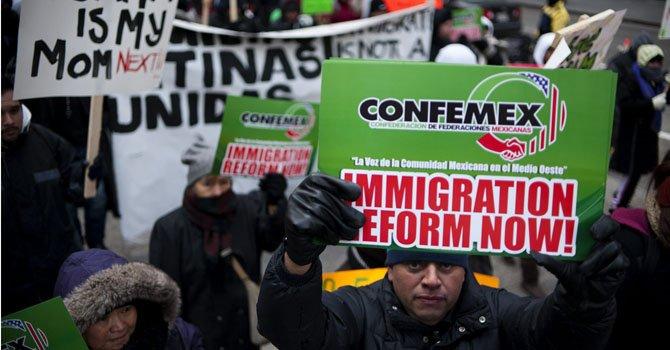 Activistas piden proyecto de reforma migratoria para antes de Pascua.
