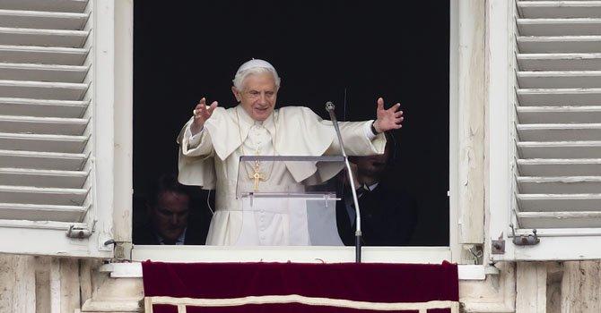 """Benedicto XVI tendrá título de """"Papa emérito"""""""