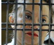 La dirigente del Sindicato de Trabajadores de la Educación (SNTE) Elba Esther Gordillo escucha la notificación de los cargos de que se le acusa hoy, miércoles 27 de febrero de 2013, en el Reclusorio Oriente de Ciudad de México.