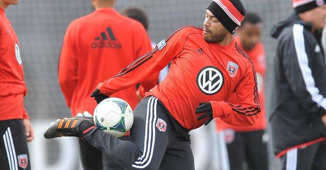 """El goleador guatemalteco, Carlos """"El Pescadito"""" Ruiz jugó 26 minutos en el encuentro que el D.C. United perdió 2-0 ante los Red Bulls de Nueva York el sábado 13 de abril en el estadio RFK en Washington, DC."""