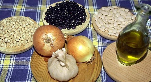 La Dieta Mediterránea se basa en pescados, verduras, legumbres y aceite de oliva.