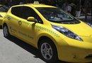 Detalle de los dos primeros taxis eléctricos en Río de Janeiro durante la inauguración de la nueva sede de Nissan.