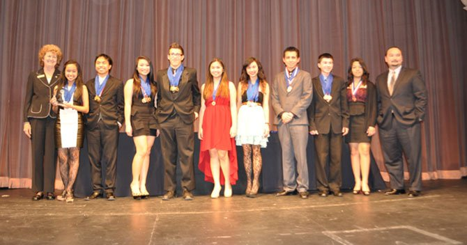 Estudiantes de Olympic High School Representarán a SD en Campeonato de Decatlón Académico de CA