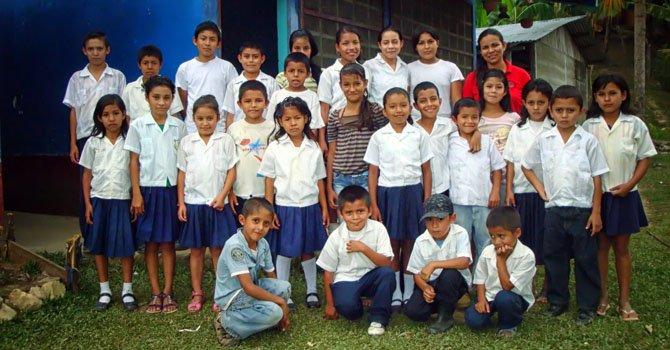 Honduras: maestra pide ayuda para escuela rural