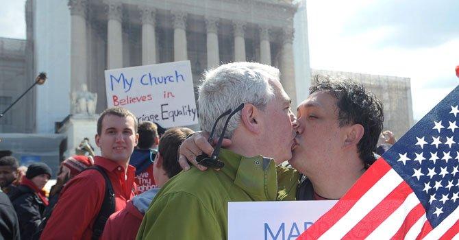 Corte Suprema muestra dudas sobre bodas gays