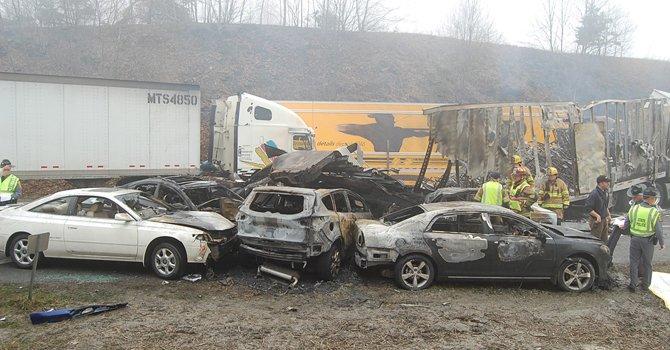 VA: reabren autopista tras fatal accidente en cadena